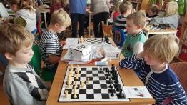 Mikael Lundström kom och lärde oss spela schack Den 2/11 2015.